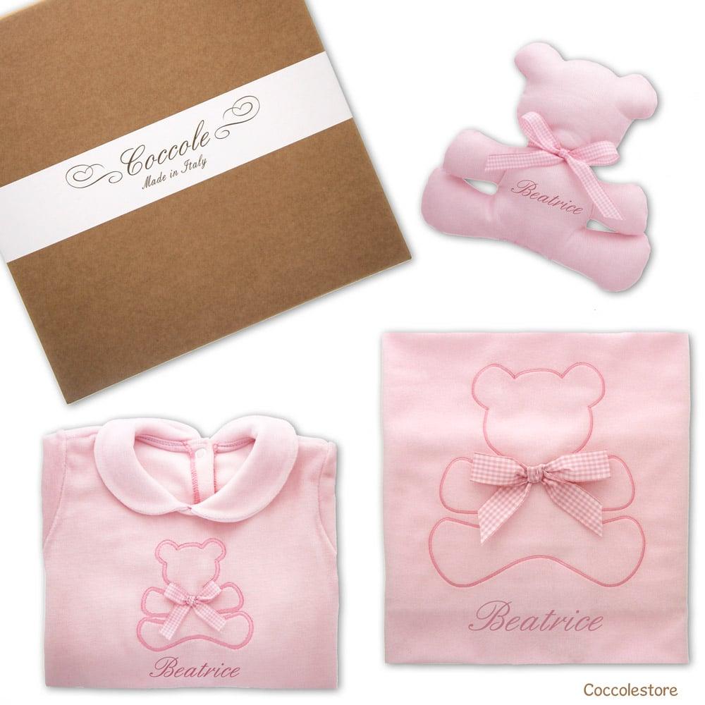 Regalo nascita personalizzato composto da copertina, tutina e doudou rosa